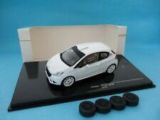 IXO - PEUGEOT 208 R2 RALLY TEST VEHICLE WHITE 2 SETS OF WHEELS 1:43 SCALE
