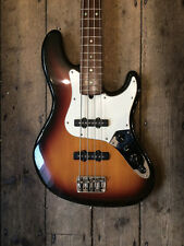 2003 USA FENDER DELUXE JAZZ BASS SUNBURST FINISH WITH HARDSHELL CASE