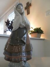 Lladro 5053 Festival Time Girl With Shaw Mint Condition Fast Shipping!