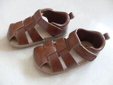 Sandala in pelle argento con regolazione velcro. BOBUX I-Walk Silver Pop Sandal