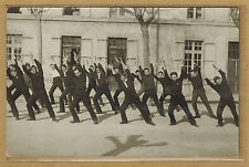 Carte Photo vintage card RPPC groupe d'hommes en séance de gymnastique bt069