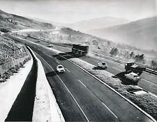 ITALIE c. 1960 -Traversée des Apenins Véhicules Route: Bologne-Florence- DIV8509