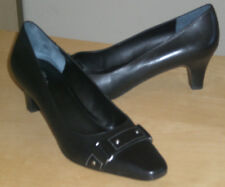 Easy Spirit Clearcutt black leather pump studded 9 Med NEW