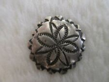 *ANTIQUE NAVAJO FLOWER DESIGN SCALLOPED EDGE STERLING SILVER BUTTON 11/16""