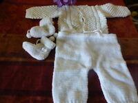 naissance 3mois ensemble 3piéces tricotées main  =bébé ou gros poupon vintage