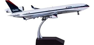 1:200 GeminiJets Delta McDonnell Douglas MD-11 Passenger Airplane Diecast Model