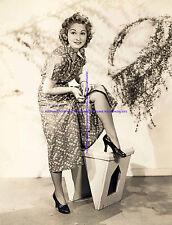 1930s ACTRESS GLORIA RICH FIXING HER SKIRT LEGGY UPSKIRT 8 X 10 PHOTO A-GRIC