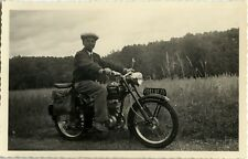 PHOTO ANCIENNE - VINTAGE SNAPSHOT - MOTO MOTOCYCLETTE MODE - MOTORBIKE FASHION