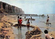 BR25204 le Treport jeux de sables et les falaises France