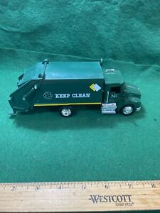 New Ray Green Cab Green Garbage Truck Die Cast Plastic Scale 1:43 (KJT72)