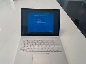 Microsoft Surface Book 2 13.5 inch (256GB, Intel Core i5 1.9GHz, 8GB)