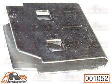 1 AGRAFE pour fixation d'aile arrière (sur queue de pie) de Citroen 2CV  -1052-