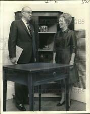 1972 Press Photo Charles Van Ravenswaay and Peggy Richards admire cypress table
