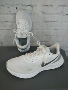 GUC women's NIKE REVOLUTION 5 white athletic shoes - size 10