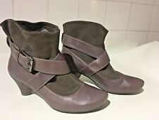 CLARKS Softwear Brown Taupe Strappy Buckle Leather Ankle Pixie Boots Shoes UK 6