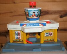 VINTAGE FISHER PRICE LITTLE PEOPLE AIRPORT