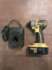 """DEWALT 1/4"""" 18V CORDLESS IMPACT DRILL/DRIVER DCF826 Battery & charger Ships Free"""