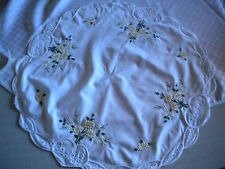 Mittel Tischdecke rund weiß gelbe Margeriten Weißwäsche Lochstickerei wie neu 3