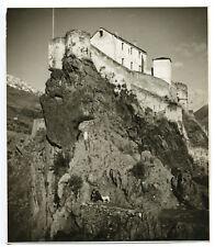 Corte : discussion au pied de la citadelle c. 1935 - Photo Vintage Corse