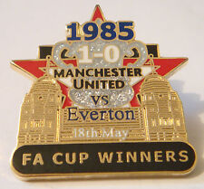 MANCHESTER UNITED v EVERTON Victory Pins 1985 FA CUP Badge Danbury Mint
