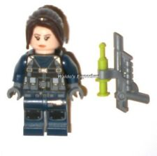 Lego Jurassic World Minifigure GUARD, Female, w/ Dart Gun from set 75931, New