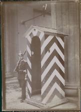 Allemagne, Militaire à son poste de garde, ca.1900, Vintage citrate print Vintag
