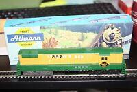 HO scale Athearn TrainMaster Reading Powered Diesel Locomotive #4300 NIB Kit 867