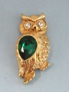 GOLDTONE OWL GREEN STONE CHEST AND CLEAR WHITE STONE EYES LAPEL PIN MARKED AVON