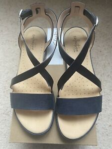 Ladies Clarks Navy Blue Leather Sandals Size 6