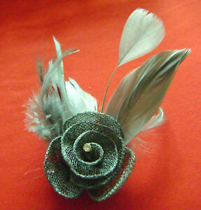 NEW EYE CATCHING SILVER GREY ROSE FEATHER FASCINATOR DIAMONTE BROOCH CLIP 2HFDGR