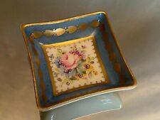 Coupelle en porcelaine à décor floral et contour bleu céleste style Louis XVI