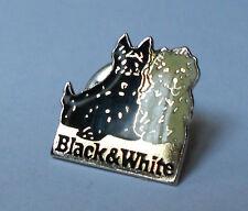 Pin's black & white  (whisky / alcool / Chiens bichons)