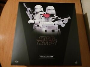 Hot Toys MMS323 Star Wars First Order Snowtrooper and Snowtrooper officer