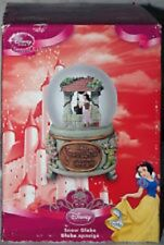 DISNEY STORE SNOW WHITE  SNOW GLOBE SNOWGLOBE   - SOLD OUT - 2004  NEW  IN BOX