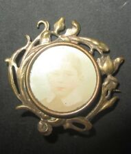 ANCIENNE BROCHE en METAL DORE AVEC PORTE PHOTO PICTURE FRAME LOCKET