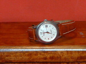 Pre-Owned Women's Dakota 925 Sterling Silver Case Leather Band Date Watch