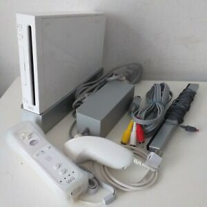 White Nintendo Wii Console Bundle 1 Controller 1 Nunchuck + All Cables