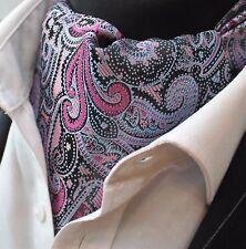 Corbata Ascot Paisley Rosa Corbata con pañuelo a juego.