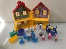 Peppa Pig's Deluxe House Playset Peppa Pig, Suzy Sheep and George with Furniture