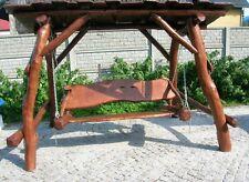 Hollywoodschaukel Gartenschaukel aus massiven Baumstämmen Holzschaukel mit Dach