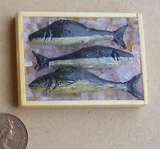1:12 Scale 3 Loose Fish On Wood Tray With Ice Dolls House Kitchen Accessory ZB