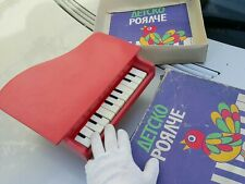 VINTAGE PIANO TOY WOODEN BODY AND LEGS 12 PLASTIC KEYS ORIG. CARTOON BOX WORKS