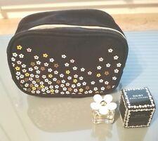 *NEU* Mark Jakobs Daisy Miniature 4 ml Eau de Toilette mit Kosmetiktasche