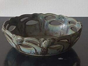 DENBAC - Grande Corneille en ceramique signée - décor pommes de pins