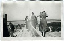 Photo anonyme snapshot 1930 curiosité femme photographe sans tête - strange