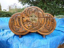 ancien coffre en bois sculpté