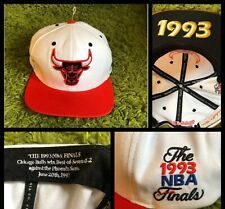 MITCHELL & NESS : Chicago Bulls 1993 Commemorative Snapback Hat - White/Red