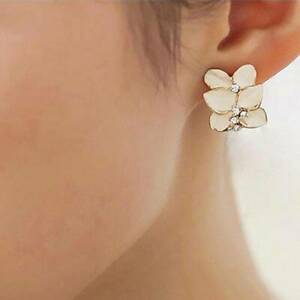Women Ear Studs Crystal Girls Wedding Earrings Fashion Gardenia Flower Shape C