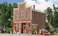 3660 Walthers Cornerstone Post Road Pet Supply HO Scale Kit