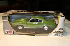 Motor Max 1969 Pontiac GTO Judge Model Car Scale 1:18 Scale 73100